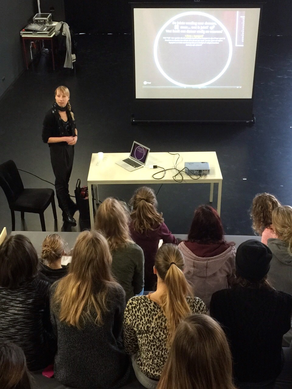 Lezing voeding voor dansers Karin lambrechtse Dans diëtist